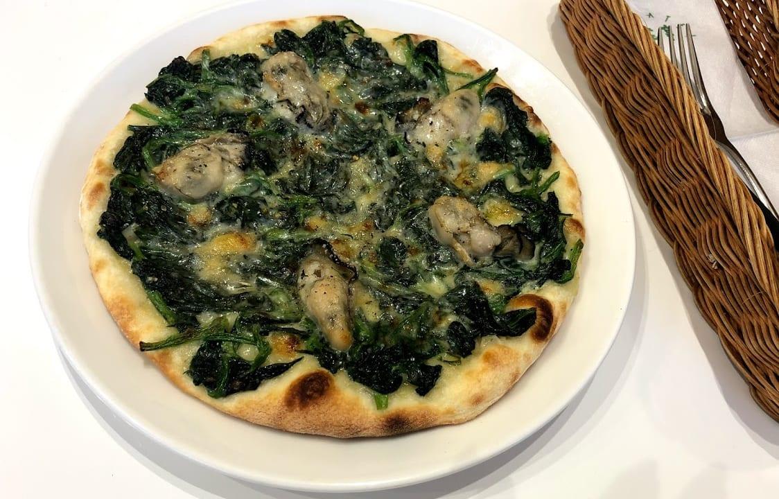 六花亭新川店 六花亭喫茶室 牡蠣とホウレン草のピザ